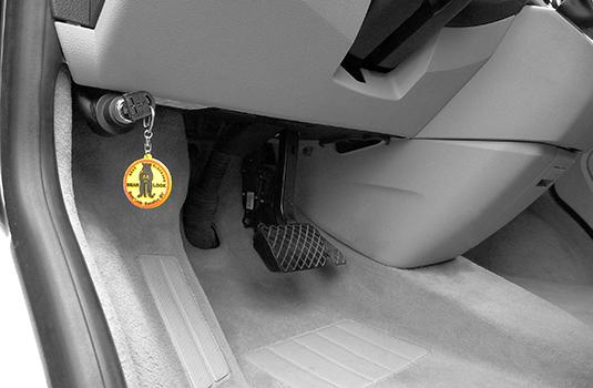 Bestelbus beveiligen met een motorkapslot
